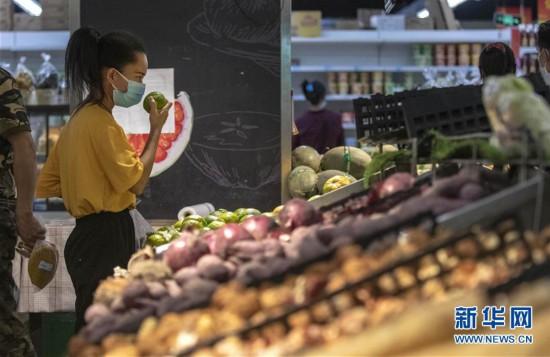 """(热点鲜报・图文互动)(3)网传云南瑞丽""""全城买菜、超市搬空""""?谣言!"""