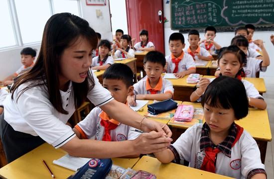 近九成受访家长不放心孩子用眼习惯_人人都是CEO