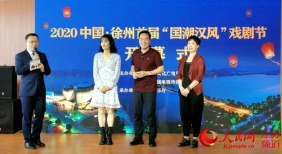 徐州首届戏剧节上演的话剧《他们的秘密》主创人员与观众见面。闫峰摄