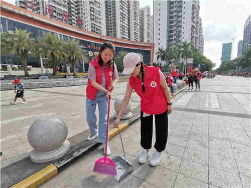 听语中心党支部党员共同合作清扫街道