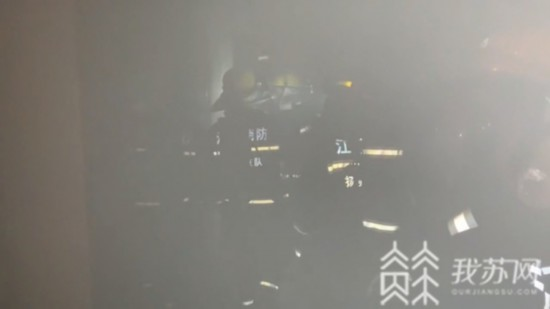 扬州:深夜突发大火姐弟被困 上演教科书式自救