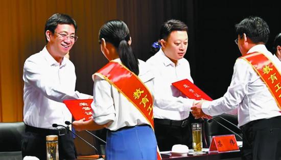 徐州沛县庆祝教师节:坚持教育优先发展