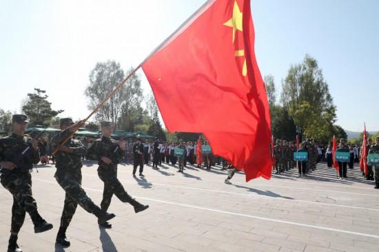 第三届全国国防教育竞技大赛总决赛在山西武乡隆重举行_fororder_7 军旗