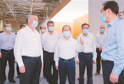 广西党政代表团赴广东学习考察并出席粤桂扶贫协作座谈会