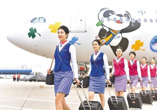 进博会主题彩绘飞机来深圳执行航班任务