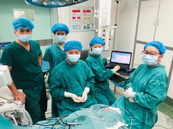 图为中国人民解放军联勤保障部队第923医院成功为患儿实施人工耳蜗植入手术
