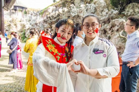 """江蘇揚州:八方游客領略""""月亮城""""獨特魅力"""