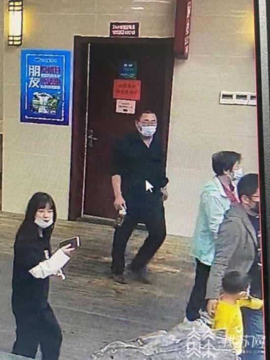 乘客如廁落下手機 揚州交警協助4小時找回