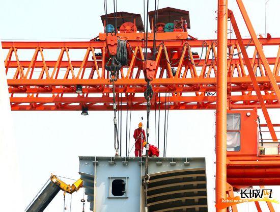 """高清组图 京雄高速建设者加紧施工 项目建设驶入""""快车道"""""""