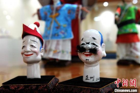 杨亚州展出的木偶作品。 张金川 摄