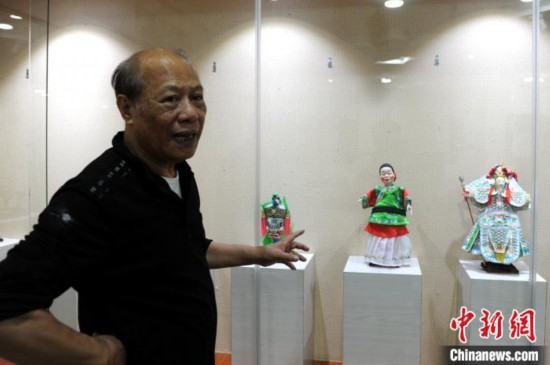 """七旬传承人的""""偶人世界"""":赴法授艺最难忘"""