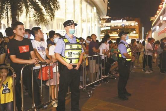 深圳长假每日近4万警力保障平安