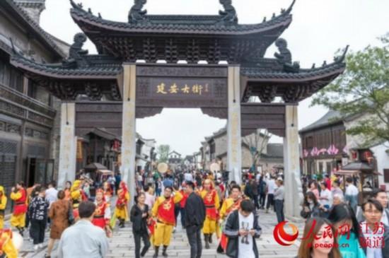 鹽城大縱湖東晉水城國慶開園 游客體驗自在生活