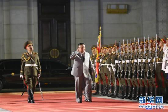 (新华网)朝鲜举行阅兵式庆祝劳动党建党75周年