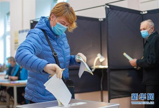 (国际)(1)立陶宛举行新一届议会选举首轮投票