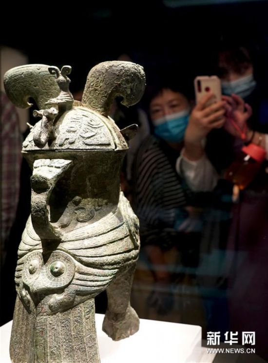 """(文化视点·听文物讲故事·图文互动)(2)国宝妇好鸮尊:三千年前的""""私人定制"""""""