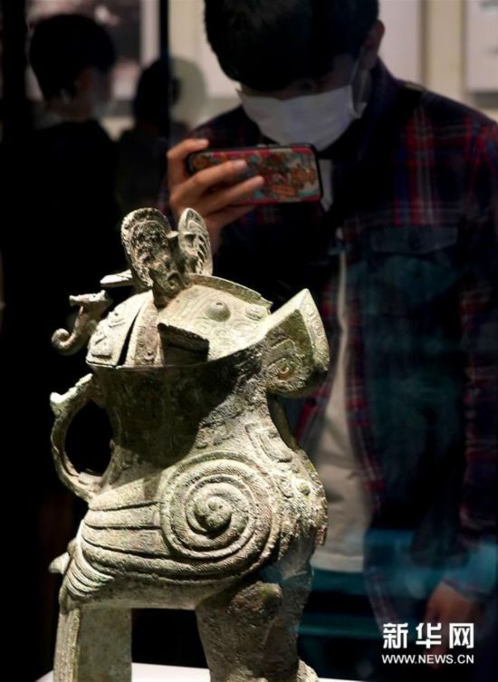 """(文化视点・听文物讲故事・图文互动)(1)国宝妇好�^尊:三千年前的""""私人定制"""""""