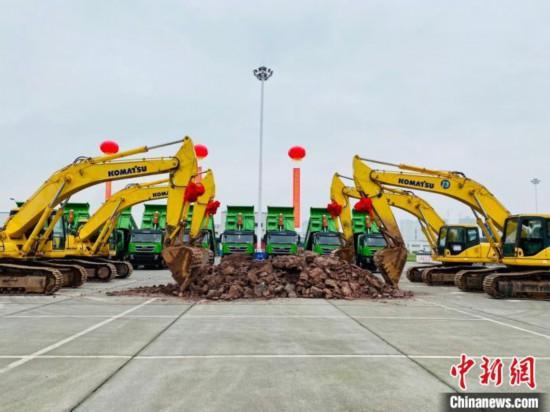 """上汽依维柯红岩商用车有限公司投资11亿元的""""智慧工厂""""建设在重庆两江新区启动"""