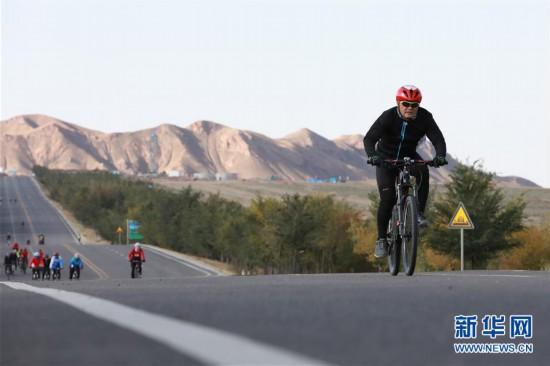 (体育)(3)自行车――环乌梁素海自行车赛开赛