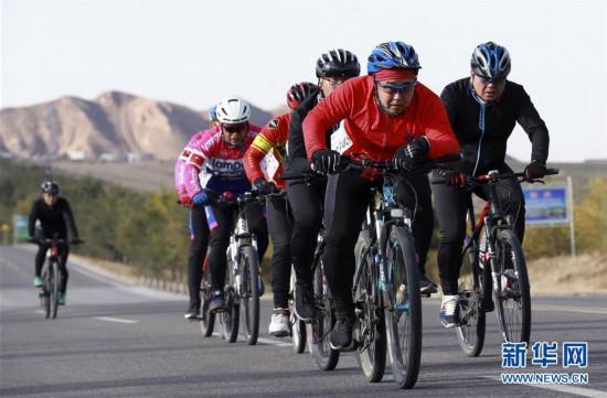 (体育)(2)自行车――环乌梁素海自行车赛开赛
