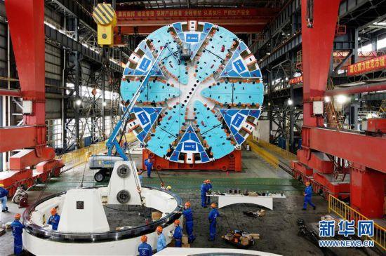 """(经济)(2)国产超大直径盾构机""""骐跃""""调试下线"""