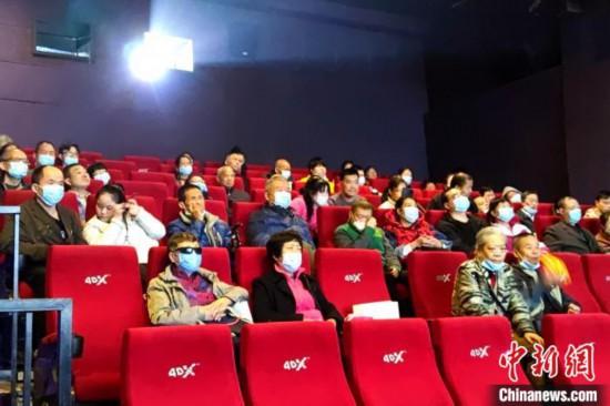 圖為視障人士觀看無障礙電影現場。 梅鐿瀧 攝