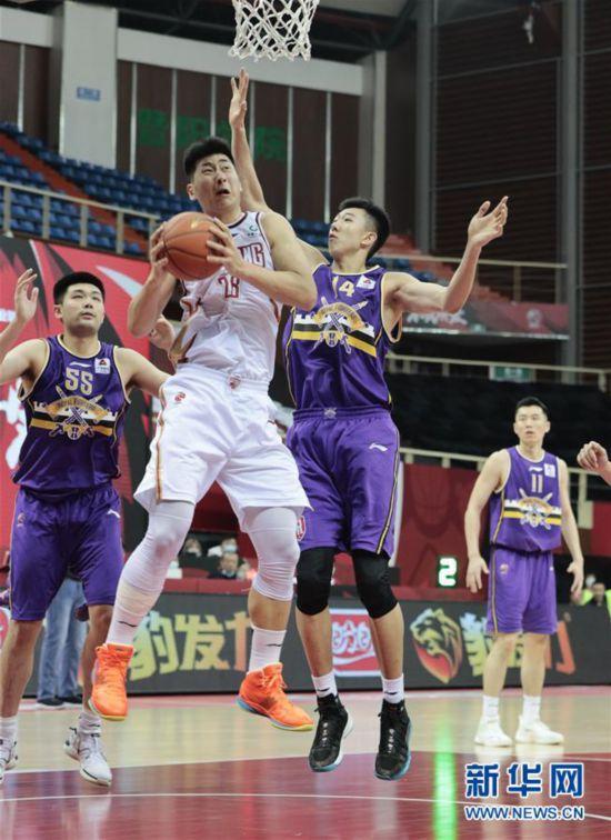 #(体育)(7)篮球――CBA季前赛:浙江稠州金租胜北京紫禁勇士