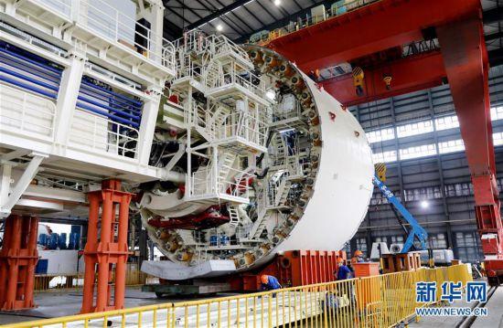 """(经济)(4)国产超大直径盾构机""""骐跃""""调试下线"""