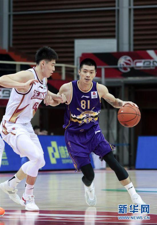 #(体育)(8)篮球――CBA季前赛:浙江稠州金租胜北京紫禁勇士