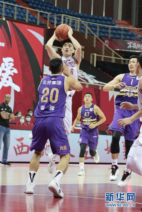 #(体育)(6)篮球――CBA季前赛:浙江稠州金租胜北京紫禁勇士