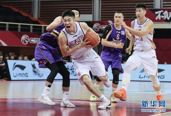 #(体育)(1)篮球――CBA季前赛:浙江稠州金租胜北京紫禁勇士