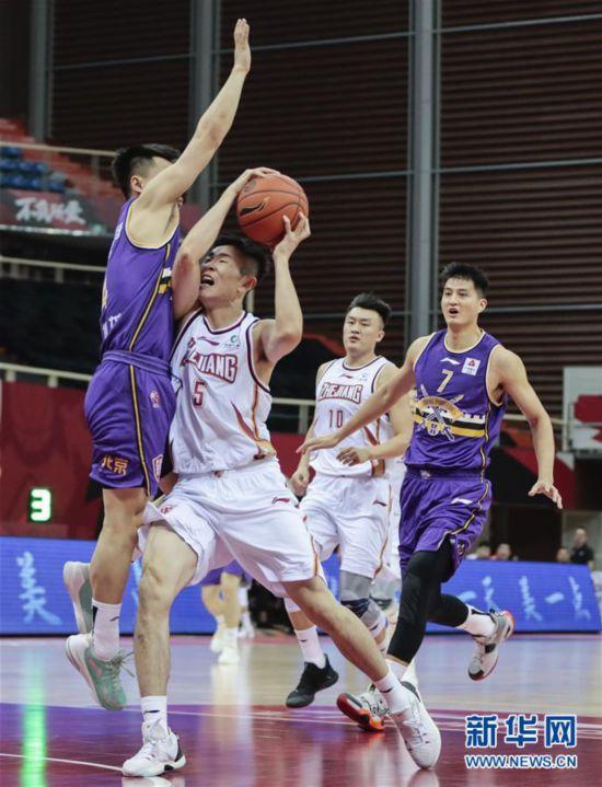 #(体育)(2)篮球――CBA季前赛:浙江稠州金租胜北京紫禁勇士