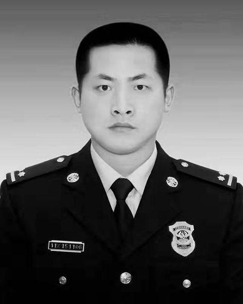 浙江湖州消防指挥员吕挺为营救落水群众壮烈牺牲