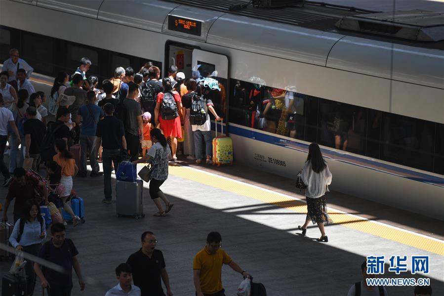 (社会)(1)暑运迎来返程客流高峰