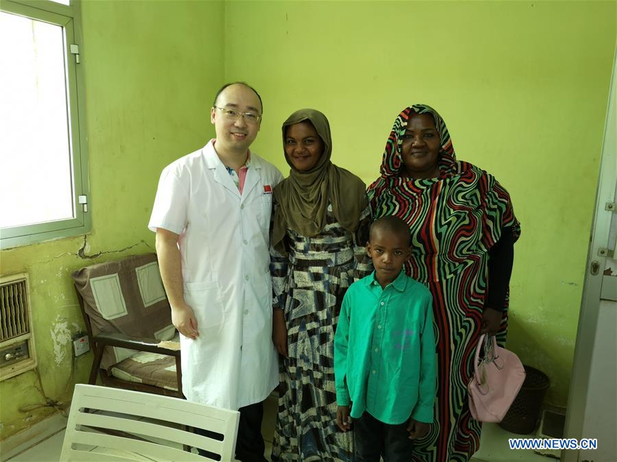 SUDAN-KHARTOUM-CHINESE DOCTOR-ACUPUNCTURE-TREATMENT