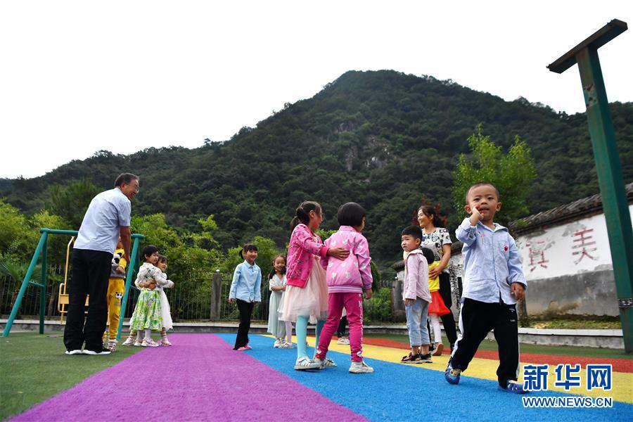 (图片故事)(2)乡村教师陈宏的新学期