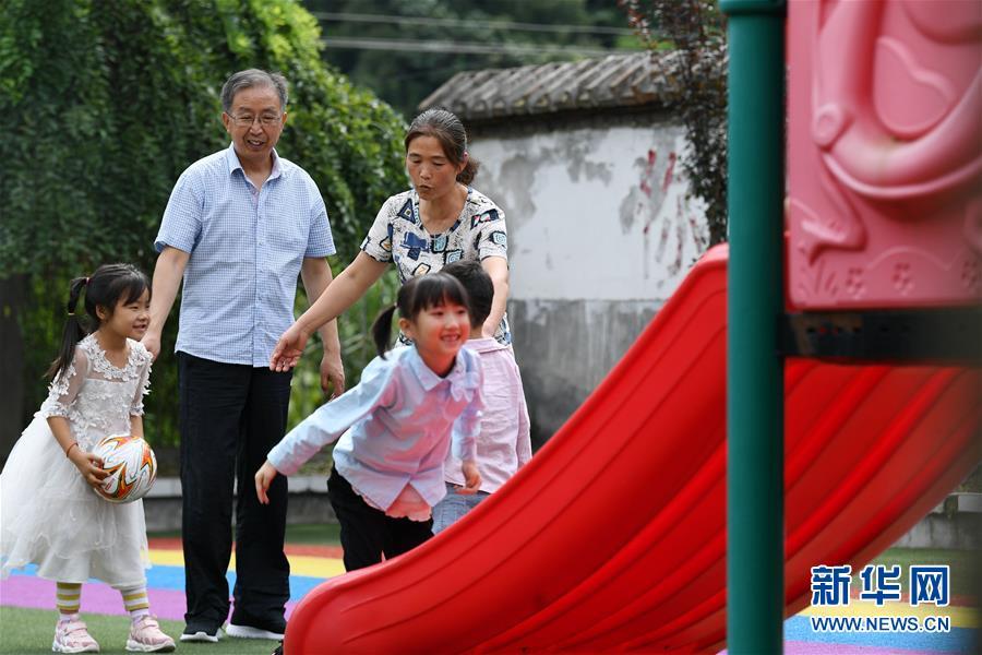 (图片故事)(6)乡村教师陈宏的新学期