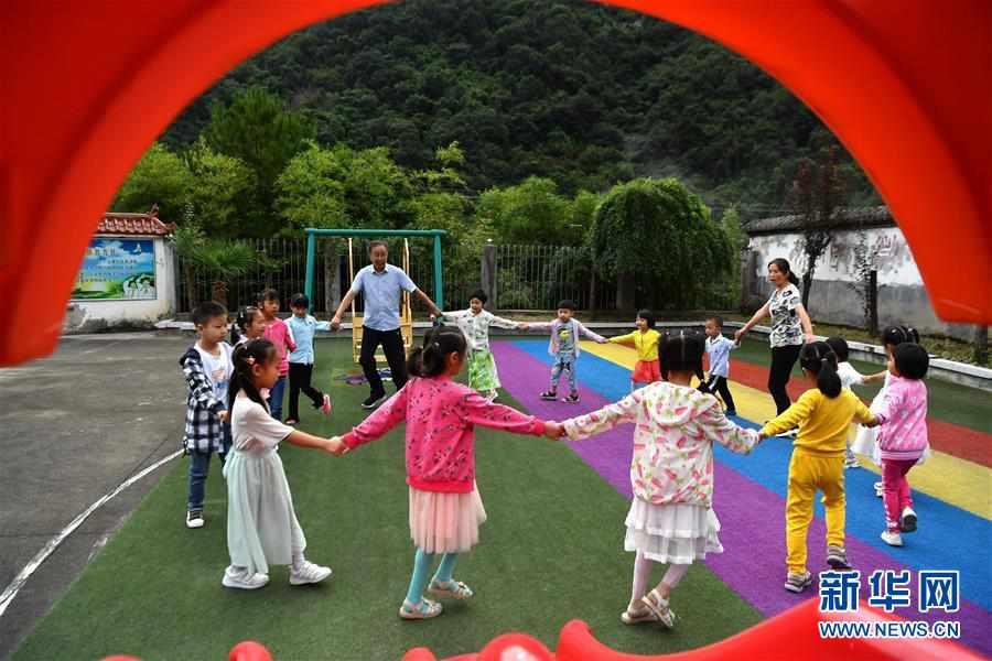 (图片故事)(8)乡村教师陈宏的新学期