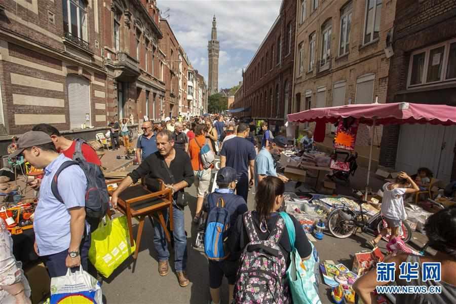(国际)(1)法国里尔跳蚤市场热闹开市