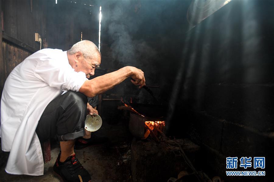 """(教师节・图片故事)(6)92岁老教师和他的""""深山补习班"""""""