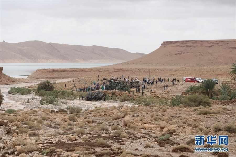 (国际)(2)摩洛哥一客车被洪水冲走 至少17人死亡