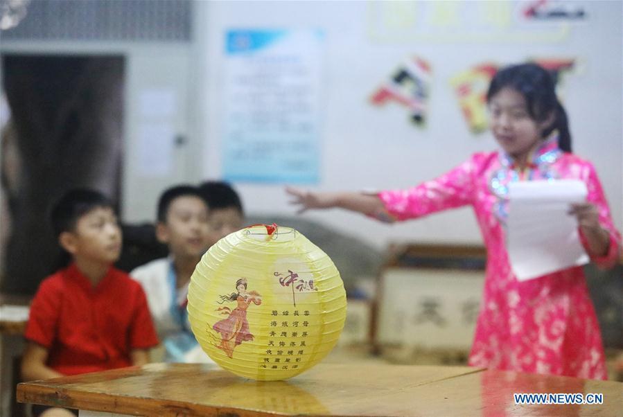CHINA-SHIJIAZHUANG-MID-AUTUMN FESTIVAL-CELEBRATIONS (CN)
