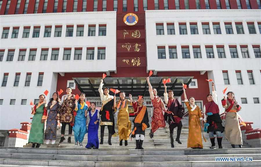 CHINA-TIBET-LHASA-UNIVERSITY STUDENTS-PERFORMANCE (CN)