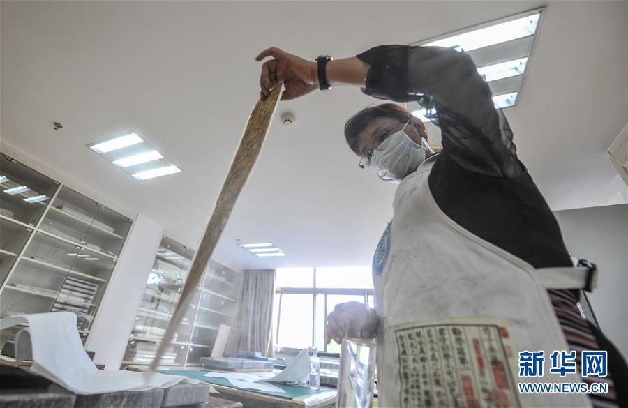 (文化)(1)西藏修复3000余页珍贵濒危古籍文献
