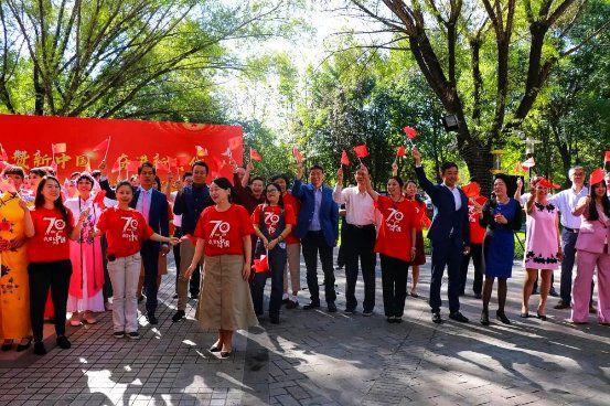 礼赞新中国 奋进新时代