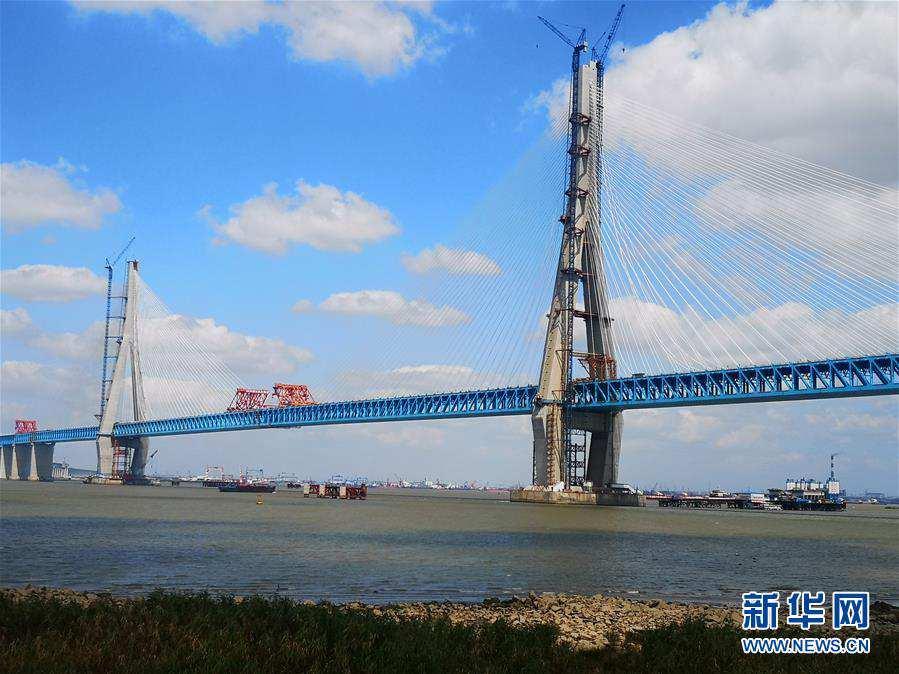 (經濟)主跨超千米公鐵兩用斜拉橋滬通大橋順利合龍