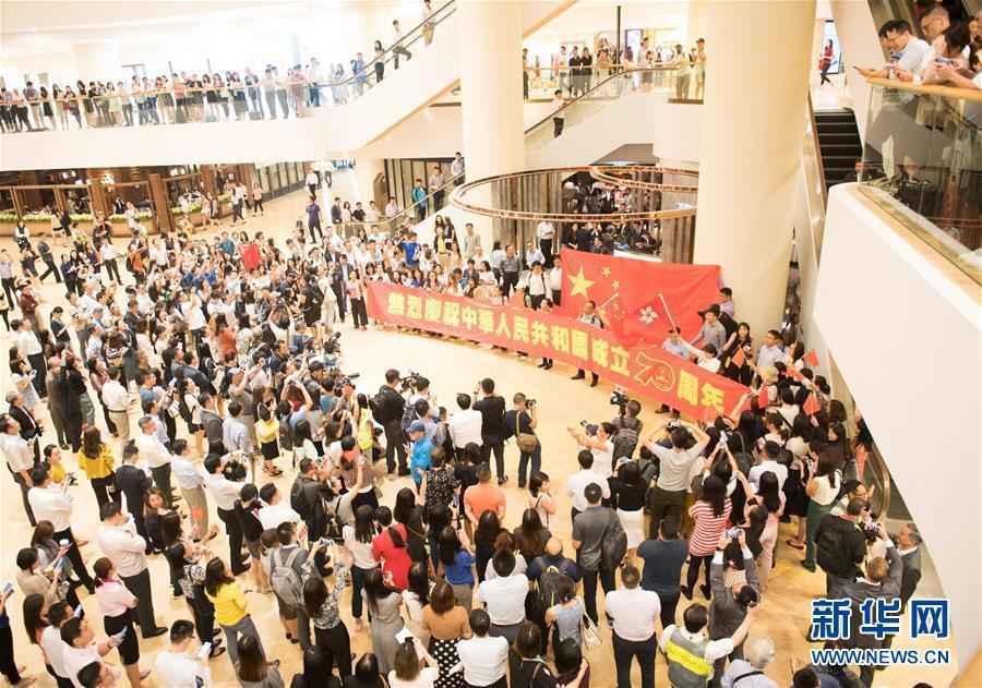 (社会)(1)香港举行爱国快闪活动
