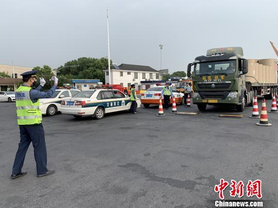 上海多部门持续开展车辆超限运输整治行动