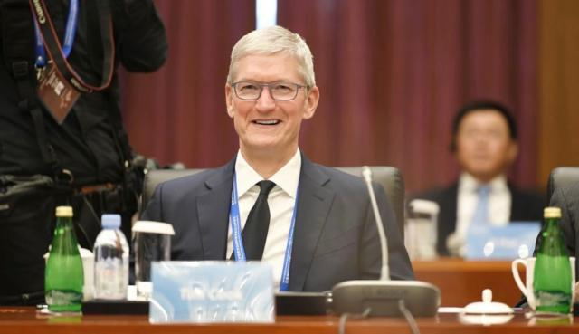 Apple CEO Tim Cook chairs the advisory board's meeting at Tsinghua University's School of Economics and Management in Beijing on October 18, 2019. [Photo from WeChat account of Tsinghua University's School of Economics and Management]
