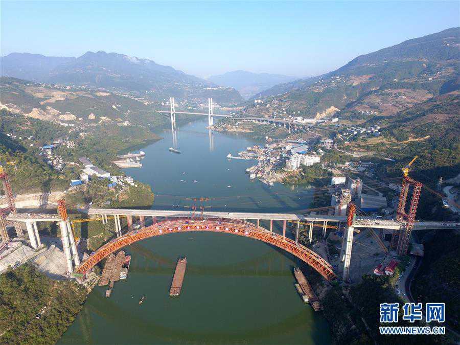 (經濟)(1)鄭萬高鐵梅溪河雙線特大橋主拱順利合龍